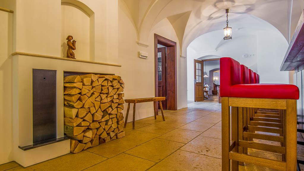 Kamin an der Bar im Hotel der Millipp Beilngries Schoppmeyer GmbH